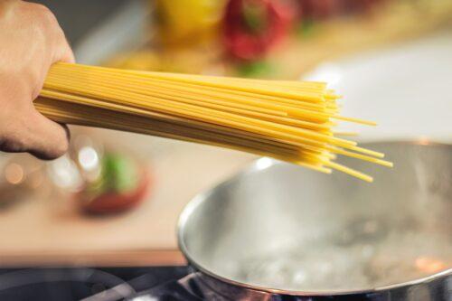 Alergie pokarmowe – czy gotowane potrawy uczulają słabiej niż surowe?