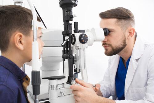 Jak znaleźć dobrego okulistę dziecięcego